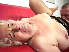 Matures Has Some Time To Get Some Pleasure With Dude's Snake In Her Mouth