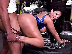 Thick Booty Latina Mummy Kiara Mia Takes It From Behind